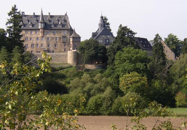 Schloss Eisenbach bei Lauterbach vom Park aus gesehen (Foto: H. Merk)